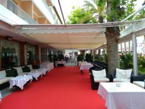 Hotel Balcon de Europa drinks reception 3
