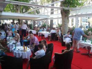Hotel Balcon de Europa drinks reception 4