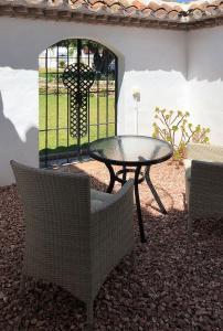 Courtyard-Seating-2